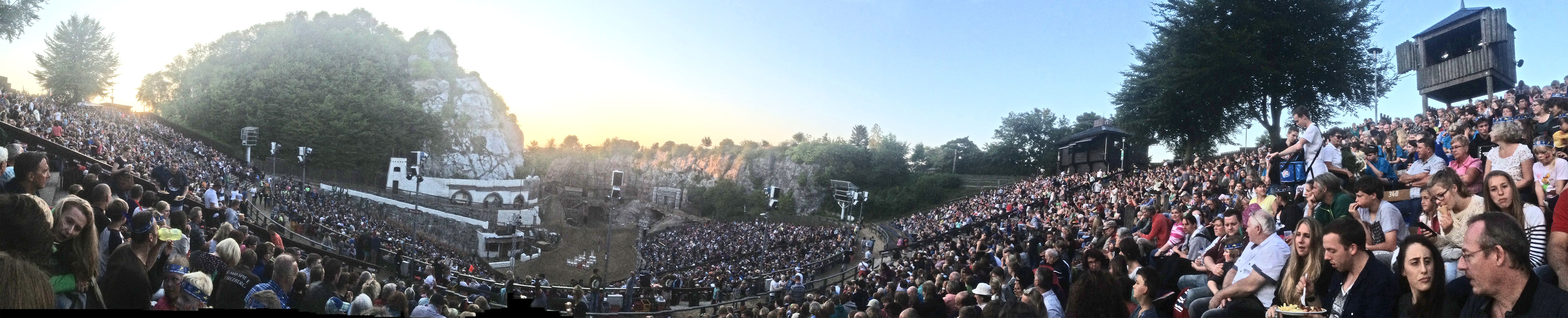 Arendt Schmolze Crowd